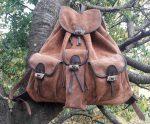 Nagy marhabőr hátizsák agancs gombokkal